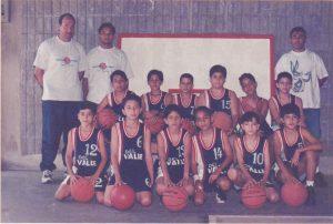 El equipo de baloncesto de escuela en el año 1999. ¡Que buen equipo!