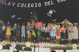 Una de las muchas noches culturales celebradas por nuestros alumnos en el año 2001.